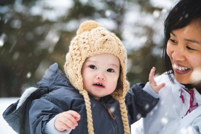 Dành cho cha mẹ: Lưu ý khi mặc đồ mùa đông cho bé - 1
