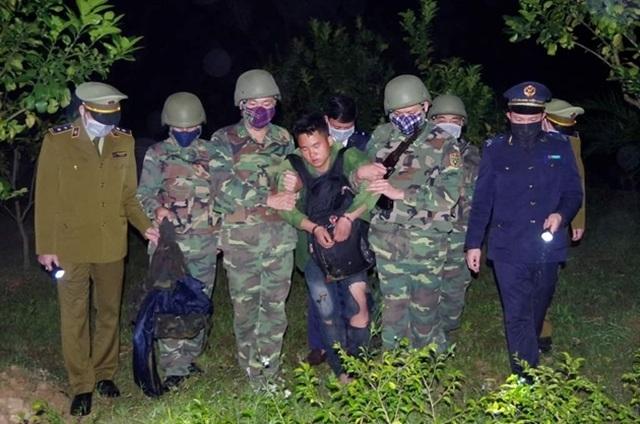 Bắt trùm ma túy người Lào, thu giữ 4kg ma túy đá, 36.000 viên hồng phiến - 1