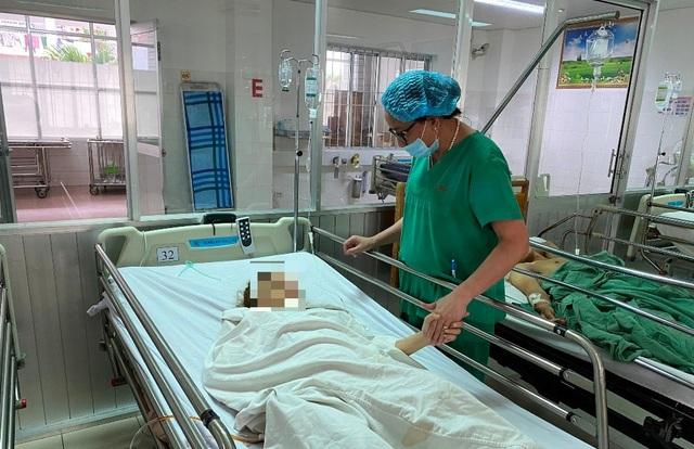 Đặt nội khí quản qua ống nội soi, cứu sống bệnh nhân thai ngoài tử cung bị vỡ - 1