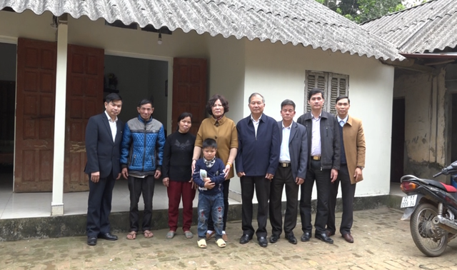 Phú Thọ: Hội Khuyến học tặng quà học sinh có hoàn cảnh đặc biệt khó khăn - 1