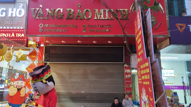 Kỳ lạ: Chủ tiệm vàng đóng cửa ngủ kỹ ngày vía Thần Tài - 4