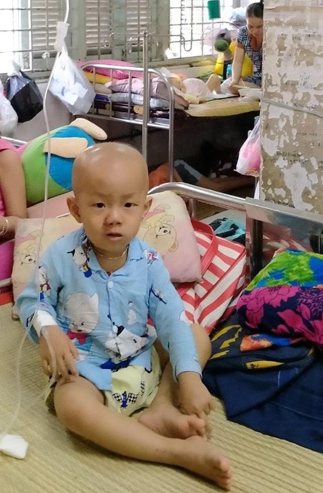 Bé 3 tuổi khóc lạc giọng gọi: Mẹ ơi! mẹ cứu con - 4