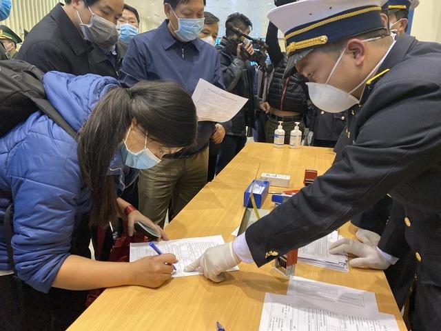 Tạm dừng nhận lao động, chuyên gia từ vùng có dịch ở Trung Quốc về Việt Nam - 1