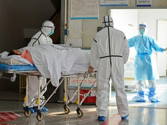 Thêm 56 người tử vong, số người chết vì virus corona trong ngày ở Trung Quốc tăng kỷ lục - 1