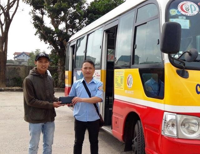 Nhân viên xe buýt trả lại hơn 15 triệu đồng cho khách đánh rơi - 1