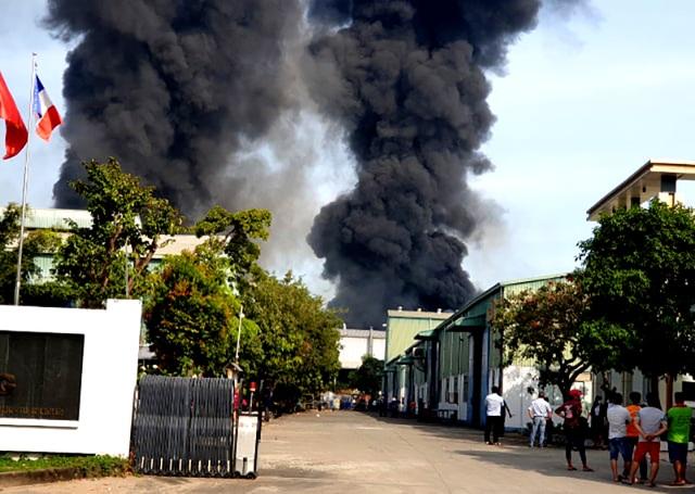"""Công ty sản xuất nệm mút tại Bình Dương chìm trong """"biển lửa"""" - 2"""