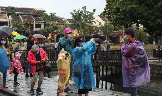 Quảng Nam bàn cách hỗ trợ doanh nghiệp du lịch cùng chống dịch virus corona - 3
