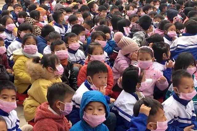 Hàng chục trẻ ho, sốt sau khi cha mẹ từ Trung Quốc về: Điện Biên họp khẩn - 1