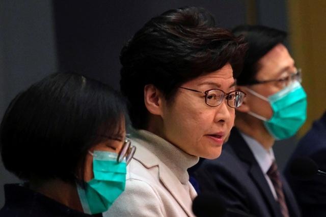 Lãnh đạo Hong Kong kêu gọi quan chức để dành khẩu trang cho đội ngũ y tế - 1