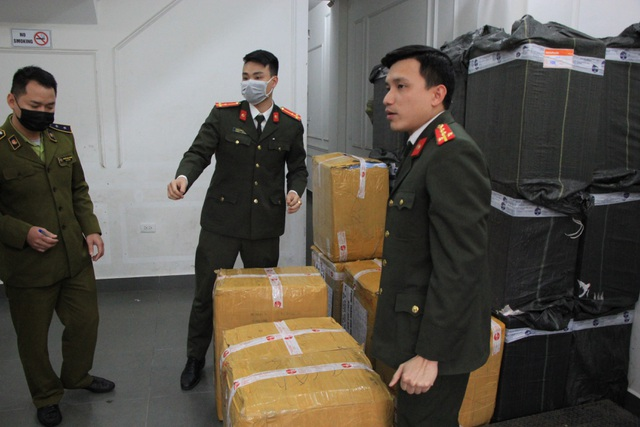 Hà Nội: Công an thu giữ lô khẩu trang y tế có biểu hiện tích trữ để bán ra nước ngoài - 1