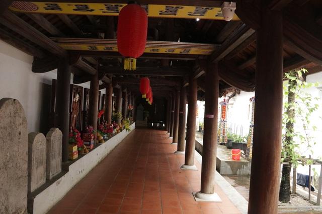 Hà Nội: Cảnh đìu hiu ở ngôi chùa ngàn tuổi giữa mùa dịch virus corona - 11