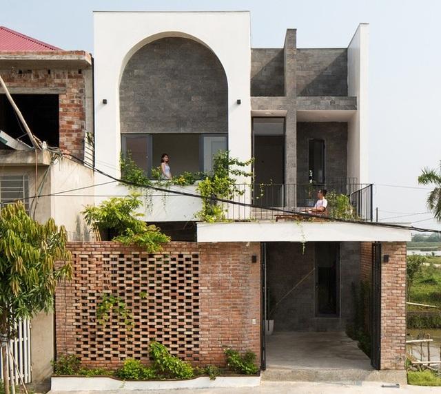 nha 2 tang chon que thanh binh nhung vo cung an tuong o ha tinh 1 1580773392612 - Nhà 2 tầng chốn quê thanh bình nhưng vô cùng ấn tượng ở Hà Tĩnh
