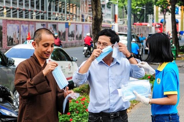Hơn 1.000 người Trung Quốc đã trở lại TPHCM nhưng làm việc từ xa - 1