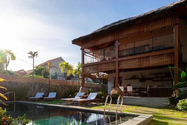Ngỡ ngàng với biệt thự sang chảnh làm từ lá dừa ở Quảng Nam - 2