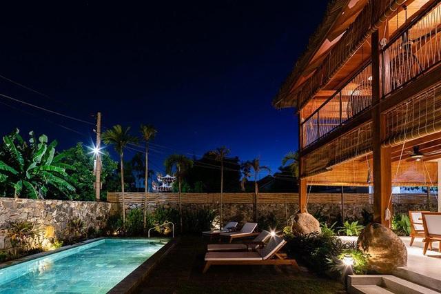 Ngỡ ngàng với biệt thự sang chảnh làm từ lá dừa ở Quảng Nam - 4