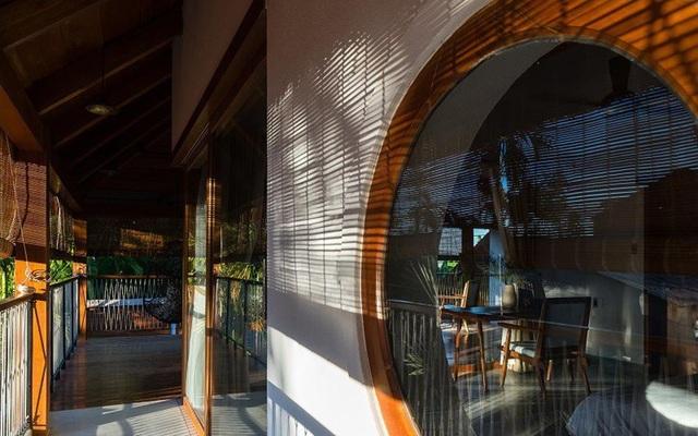 Ngỡ ngàng với biệt thự sang chảnh làm từ lá dừa ở Quảng Nam - 5