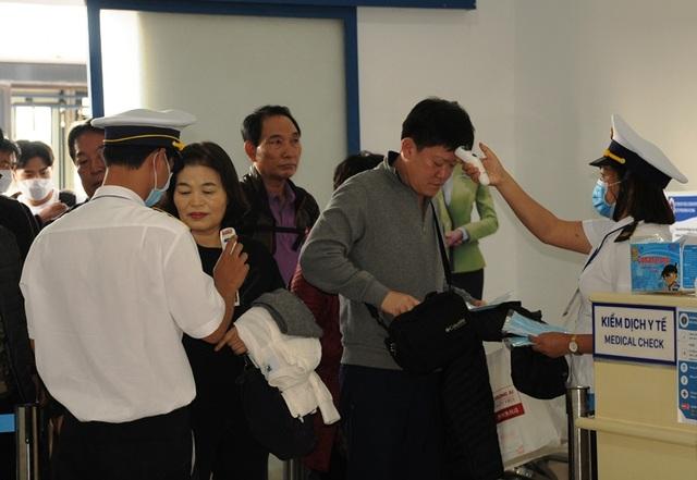Nhiều người Trung Quốc được yêu cầu làm việc ở phòng riêng - 4