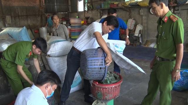 Bắt  một cơ sở sản xuất thực phẩm chay sử dụng chất cấm - 1