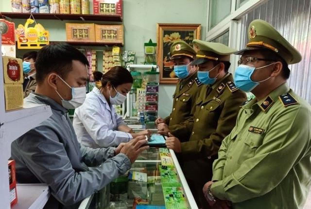 Bán khẩu trang giá cắt cổ, hai quầy thuốc bị phạt hơn 51 triệu đồng - 1