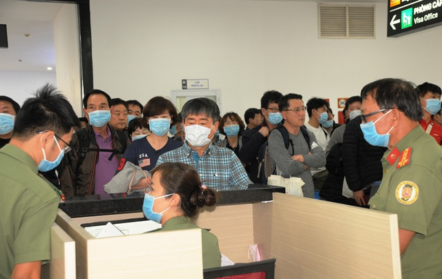 Nhiều người Trung Quốc được yêu cầu làm việc ở phòng riêng - 5