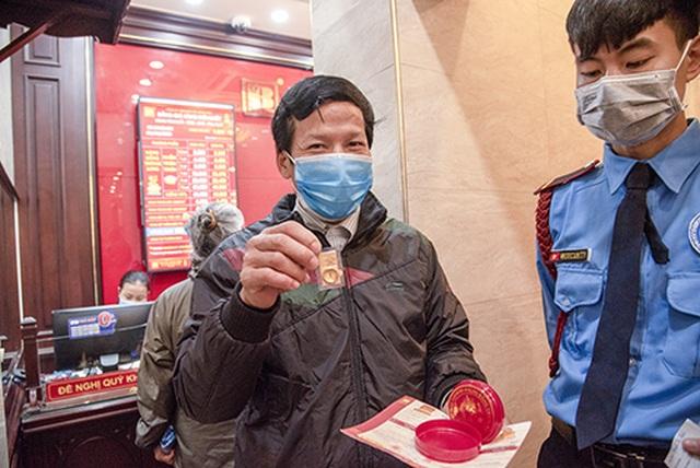 """Bảo Tín Minh Châu tri ân khách hàng """"vượt dịch"""" trong ngày Thần Tài - 4"""