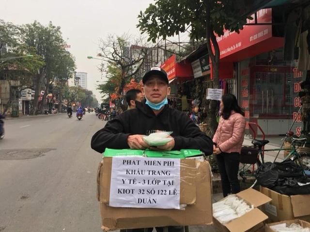 Ấm lòng những hình ảnh đẹp của người Việt giữa mùa dịch virus corona - 1