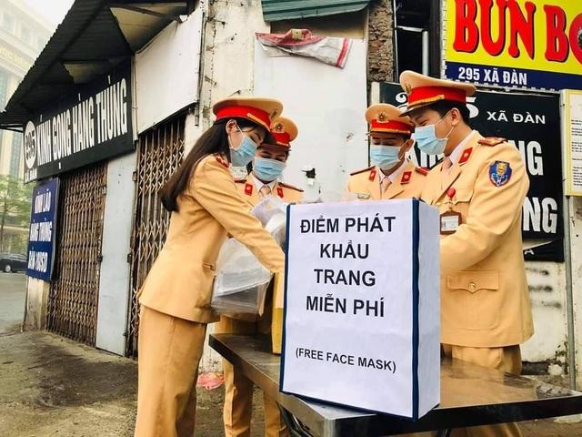Ấm lòng những hình ảnh đẹp của người Việt giữa mùa dịch virus corona - 9