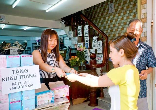 Nhiều người Trung Quốc được yêu cầu làm việc ở phòng riêng - 2