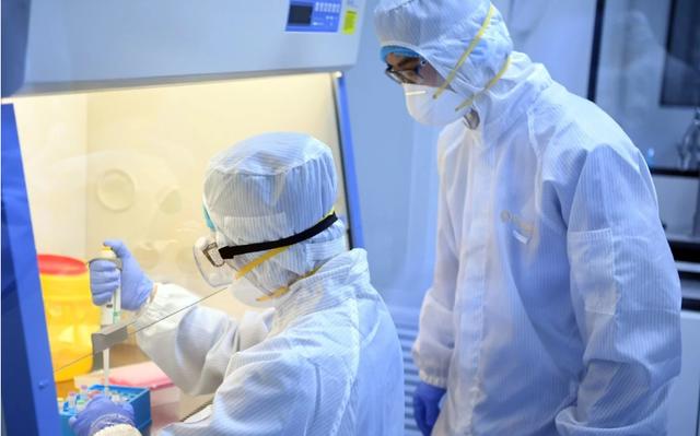 """Bộ trưởng Nga: """"Mất ít nhất 8 tháng phát triển vắc xin chống virus corona"""" - 1"""