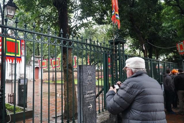 Hàng loạt điểm tham quan của Hà Nội tạm dừng hoạt động, du khách ngỡ ngàng - 2