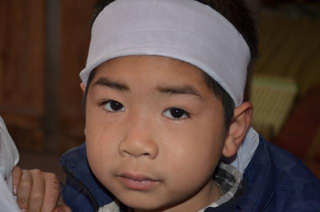 Đau đớn vành khăn trắng bơ vơ trên đầu cậu bé mồ côi ngày đầu năm - 2