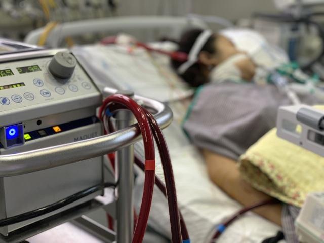 Bác sĩ hối hả kêu gọi các nhà hảo tâm cứu sản phụ, hài nhi ngừng tim 10 phút - 4