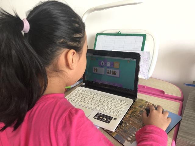 TPHCM: Trường học, giáo viên chủ động dạy học online lúc nghỉ tránh virus Corona - 1