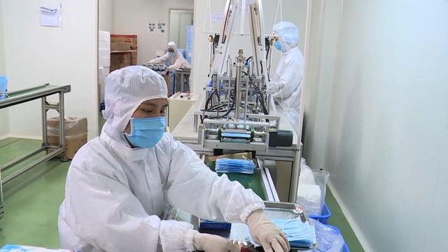 Cận cảnh quy trình sản xuất khẩu trang y tế thời dịch corona - 1