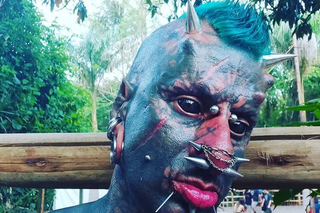 Sửa đổi cơ thể để được mệnh danh là quỷ Satan - 1