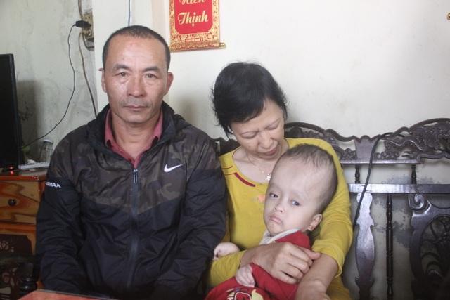 Bạn đọc giúp đỡ thêm gia đình cháu bé bị não úng thuỷ gần 60 triệu đồng - 2