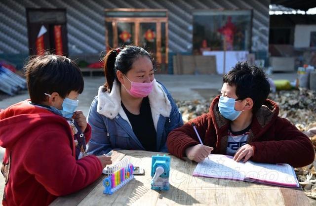 Trung Quốc: Trường học nghỉ dài vì dịch Corona, phụ huynh đau đầu - 1