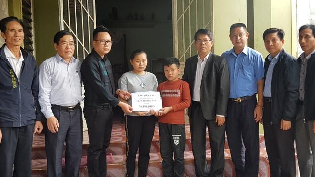 Phó Chủ tịch thị xã cảm ơn bạn đọc Dân trí đã giúp đỡ 2 chị em mồ côi - 2