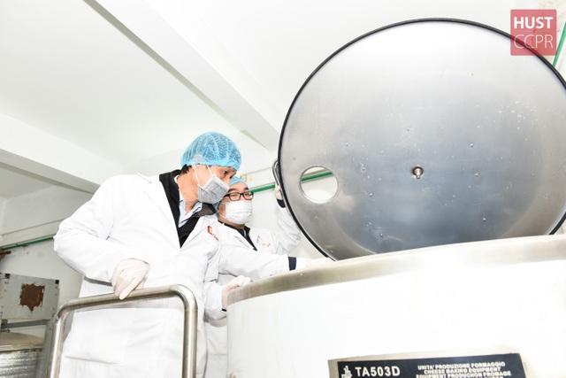 Trường ĐH Bách khoa Hà Nội sản xuất dung dịch khử khuẩn phòng virus corona  - 2