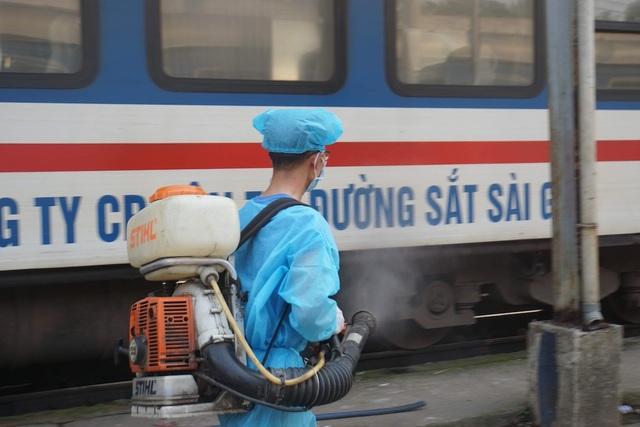 Lập chốt kiểm soát virus corona tại ga Sài Gòn - 3