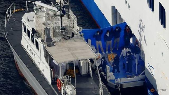 Thêm 10 người nhiễm virus corona trên du thuyền ở Nhật Bản - 1