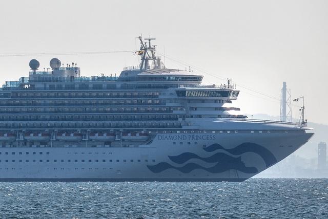 Thêm 10 người nhiễm virus corona trên du thuyền ở Nhật Bản - 2