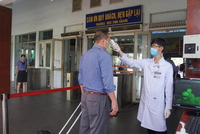 Lập chốt kiểm soát virus corona tại ga Sài Gòn - 2