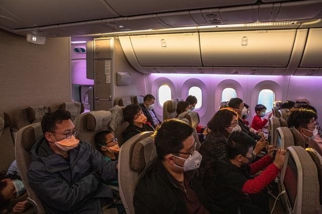Chuyên gia chia sẻ cách phòng tránh virus corona khi đi máy bay - 1