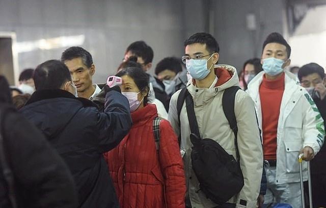Cách tâm dịch 800km, người dân Trung Quốc chỉ được ra ngoài 2 ngày 1 lần - 1