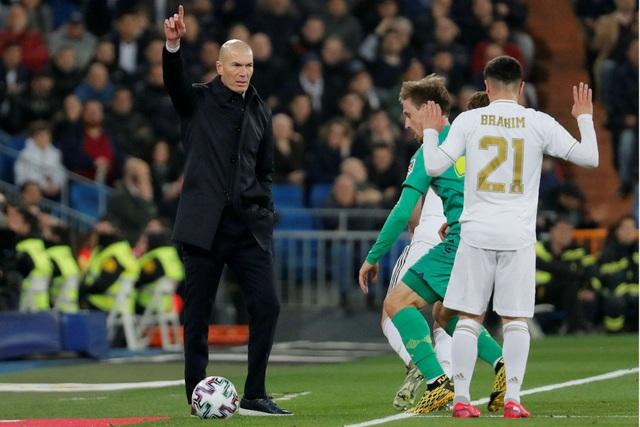 """Gareth Bale bỏ về lúc Real Madrid thua, HLV Zidane """"nóng mắt"""" - 2"""