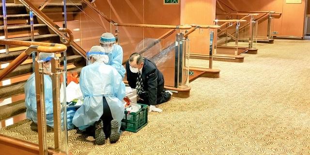 """61 người nhiễm virus corona, du thuyền Nhật Bản thành """"nhà tù nổi"""" - 2"""