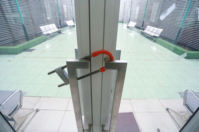 Chung cư Hà Nội dùng độc chiêu bọc nilon thang máy, phòng dịch corona - 10