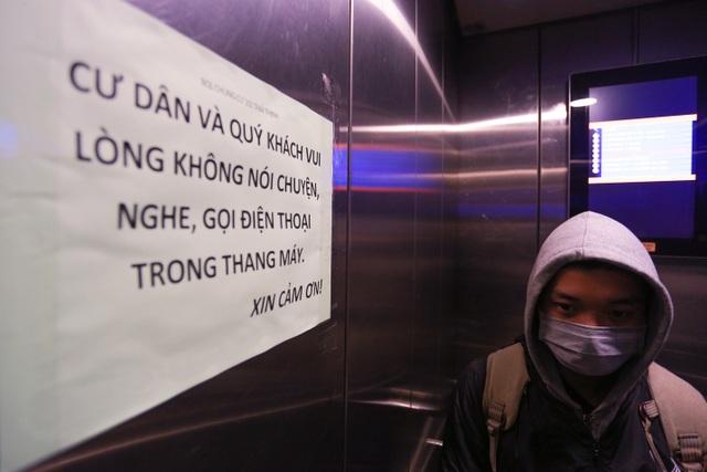 Chung cư Hà Nội dùng độc chiêu bọc nilon thang máy, phòng dịch corona - 12