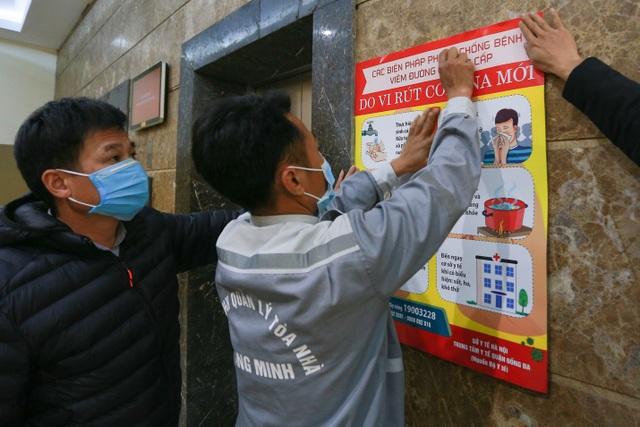 Chung cư Hà Nội dùng độc chiêu bọc nilon thang máy, phòng dịch corona - 14